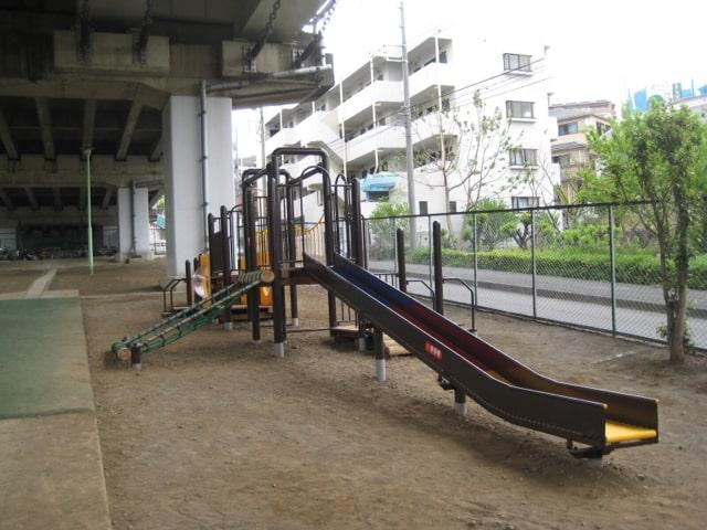 馬絹陸橋下公園